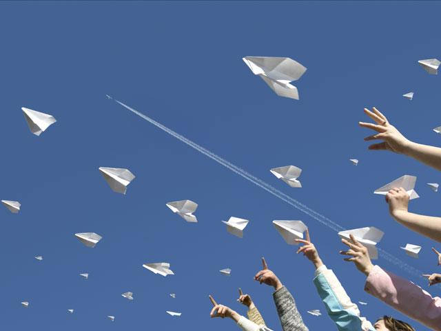 fluturasi-pliante-avioane-hartie-avion-linie