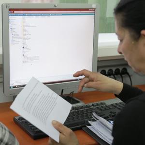 Șomerii români își caută locuri de muncă pe internet