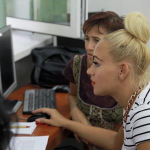 """Ultimii cursanți calificați prin proiectul """"Acces la muncă"""" au obținut certificate de competențe informatice"""